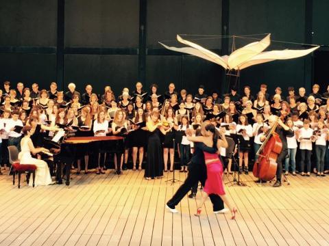 Tango dancing and choir